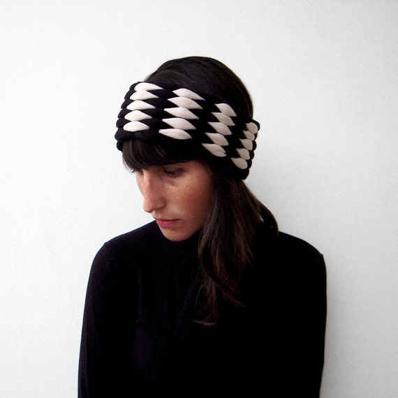 The mesh earwarmer - handwoven in black and ivory jersey fabric