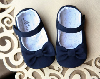 Navy blue baby girl shoes, navy baby shoes, baby walking shoes, flower girl shoes, navy girl outfit, baby wedding shoes, bow shoes, slippers