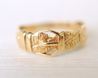 SALE - 1980's Vintage / 9k yellow gold engagement wedding ring / loyalty fidelity Victorian style ring  // BUCKLE
