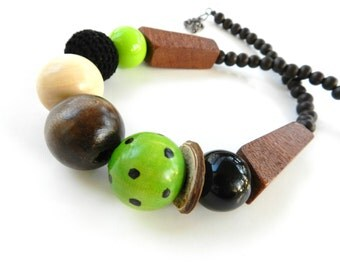 ShoRt NeckLacE - ExpLoSioN oF WoOd