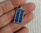 TARDIS charm - (1) Medium Size - Silver and Blue Police Box - BK503
