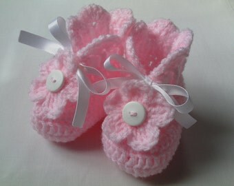 SALE Crochet Baby Booties gift baby satin ribbon white pink flower button