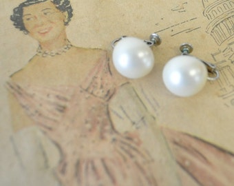 1950s vintage pearl earbobs---screw on earrings--rockabilly, swing design