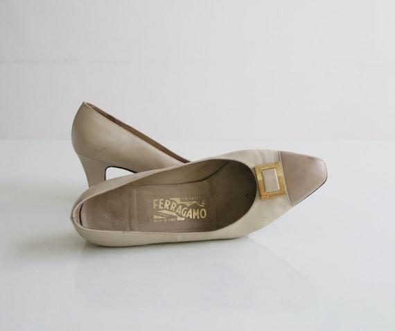 SALE / Ferragamo 1970's vintage shoes, Cream heels shoes size9.5 US