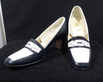 VALLEY SHOES Navy Blue and White Pumps Size 6B