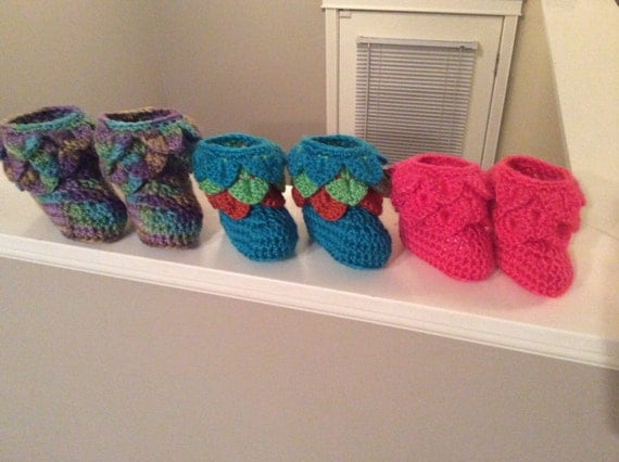 Free Shipping in Canada, Crochet Slippers, infant, crocodile stitch