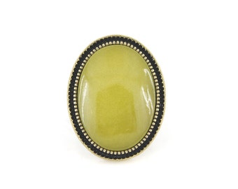 Elegant Antique Gold-tone Green Ring,Size 7 <D8>