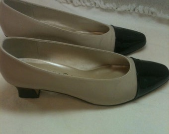 Beautiful Life Stride shoes  tan with black patten toe  size 8 1/2   Great condition