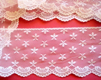 "Wide Lace With Stars Scalloped Edge, Cream, 3 3/4"" inch wide, 1 Yard, For Victorian & Romantic Projects"