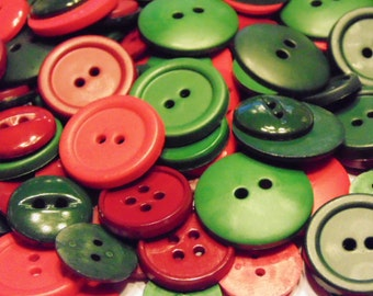 30 piece assorted Christmas button mix, 17-27 mm ( B7)