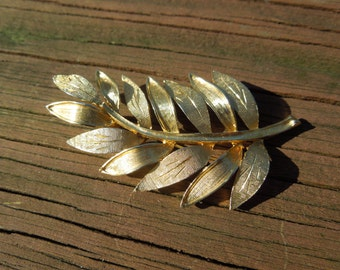 Vintage Kramer Brooch, Leaf and Branch Design, Gold Toned, Signed, Excellent Condition