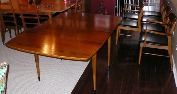 Vintage Acclaim Fold Down Dining Room Table With Four Mate And Two