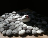 Pebbles, felted rug, carpet, mat, cushion, handfelted, gray and white