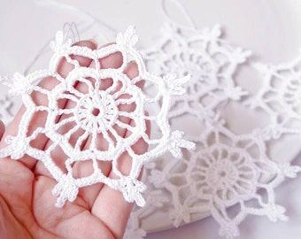 Crocheted snowflake Christmas snowflake ornaments White hanging ornaments Home decorations Winter wonderland Home decor elements S4