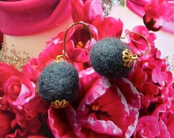 Felt Balls Earrings - Gray