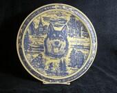 Vernon Kilns Alaska Husky decorative ceramic plate blue