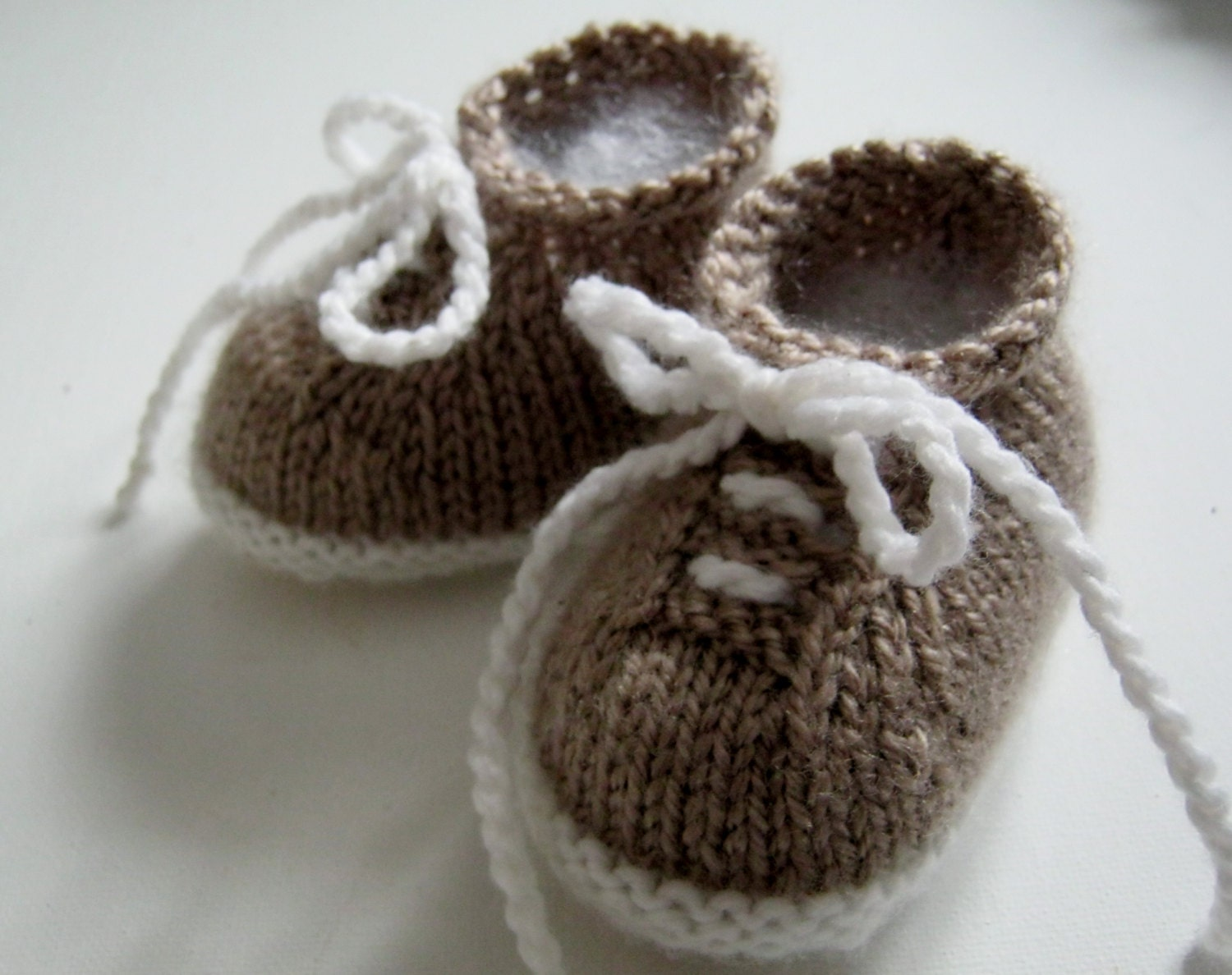 Knitting Pattern For Baby Tennis Shoes : PDF Pattern for Knitted tiny tennis shoes newborn to 6 months from MargoMadei...