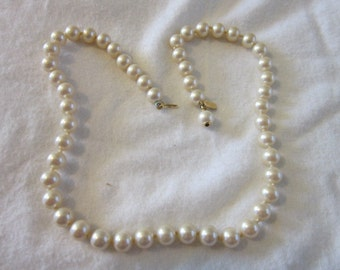 Vintage Beautiful Luster Signed Marvella  Glass Pearl Necklace  Lovely 18 Inches Long