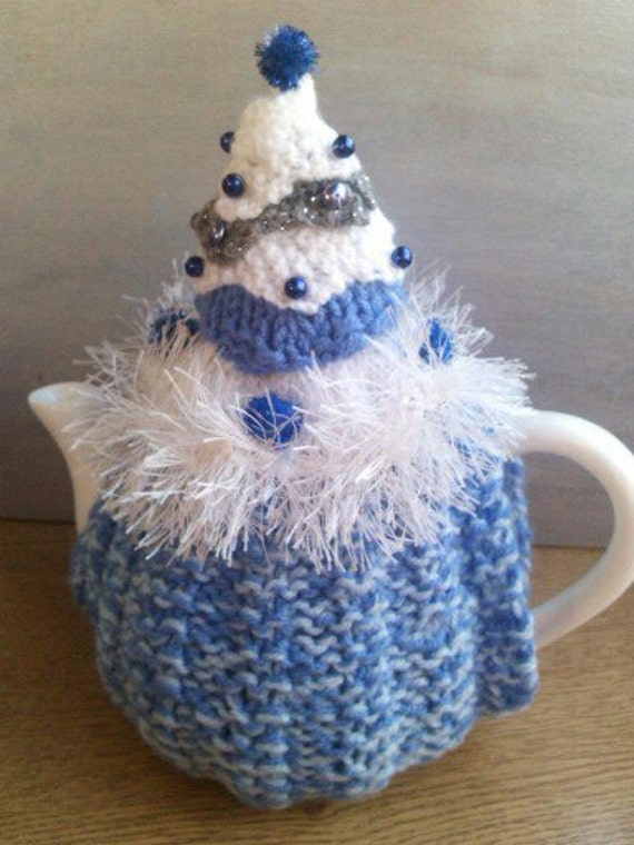 BEADED CHRISTMAS TREE Tea Cosy Knitting Patterns by WOOLYdeLICIOUS