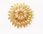 Hollywood hallmarked gold tone brooch in shape of Chrysanthemum flower