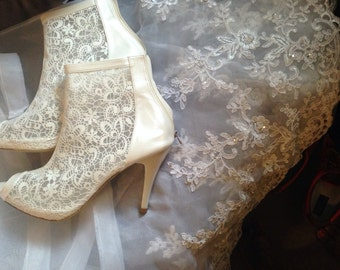 Handmade Lace wedding ivory shoes. #8437