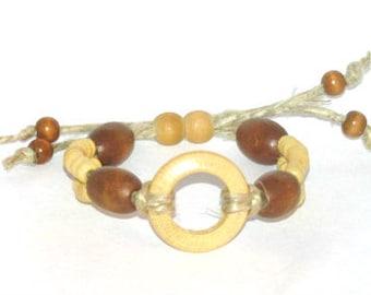 Sliding clasp hemp bracelet with wood beads