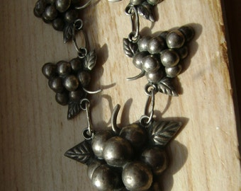 vintage mexico grapes necklace