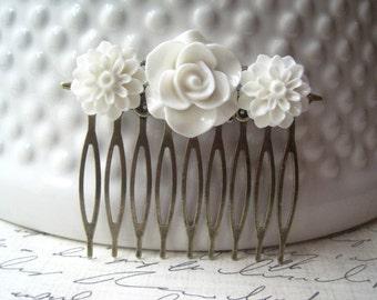 White Flower Hair Comb, White Hair Accessory, Romantic Wedding Hair Accessory, Bridesmaid Gift, Floral Hair Piece