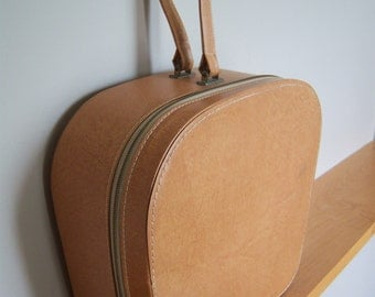Blondy Luggage Co. Montreal Round Case.