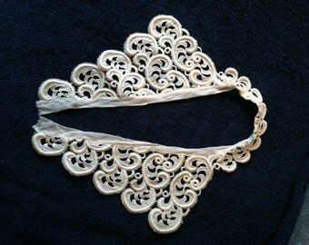 Gorgeous Vintage Lace Collar