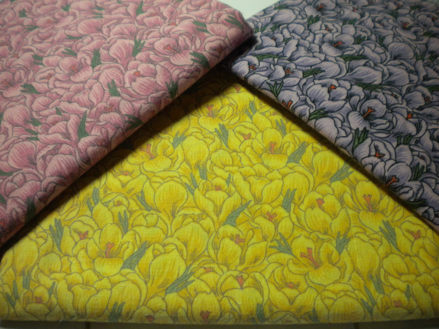 Tulip print cotton fabric floral quilting destash fabric for Fabric remnants