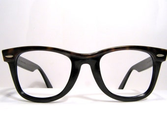 Ray Ban B&L Wayfarer frame vintage sunglasses 1980s tortoise black U.S.A softcase