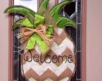 Burlap welcome pineapple
