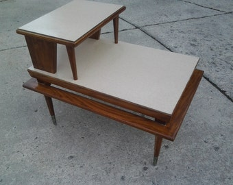 A superb vintage mid century modern Mad Men era top quality lamp end table unique design RARE large solid