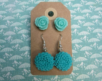 2 Pairs of flower earrings Resin flower earrings Turquoise and teal flowers
