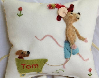 Boy's personalized tooth fairy pillow. Cute tooth fairy mouse cushion with name, tooth pouch for girls and boys, tooth fairy