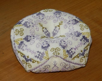 Biscornu Thistle - embroidery pattern