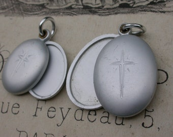 2pcs Large vintage religious  silver tone pendant phote photo Aluminium  engraved cross mated locket