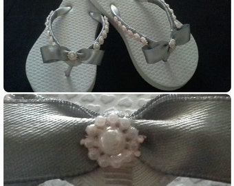 Silver and pink little girl flip flops. flip flops. birthday flip flops. flower girl flip flops