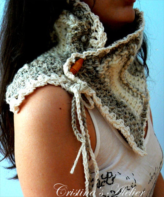 Chunky knitted scarf. Handmade wool grey scarf. Button knitted crochet scarf.Boho knitted scarflette.Winter chunky cowl  Chic knitted scarf.