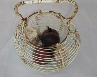Vintage Wire Basket - French Display Basket - Shabby Chic Kitchen Storage - Nordic Home - Panier à Oeufs en Fil de Fer - Kitchenalia