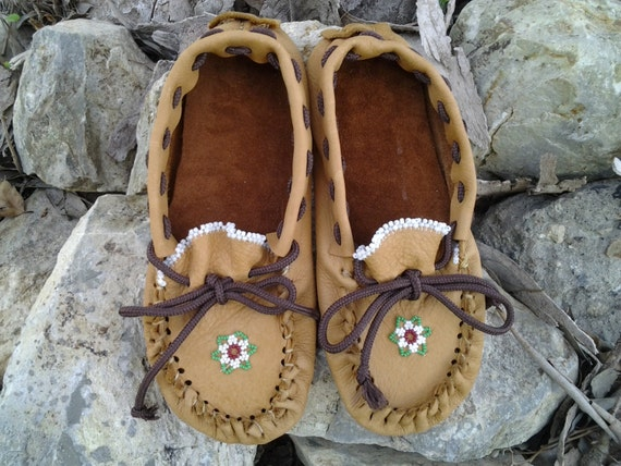 Native american beaded leather moccasins womens by yukpa on etsy