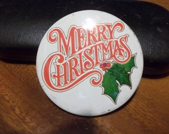 Nice vintage Merry Christmas  buttons/pinback