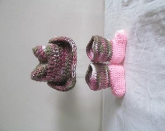 Adorable Pink Camo Hand Crocheted Baby Cowgirl Boots and Hat Size 0-3 Months - READY TO SHIP