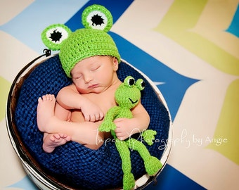 FREDDIE the FROG Green Froggy Hat  Boy or Girl  Many Sizes preemie, newborn, 0-3 month, 3-6 month, 6-12 month, 1-3 yr
