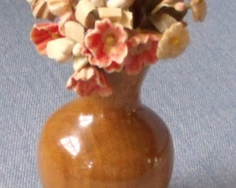Myrtle Wood Flower Vase with Flowers