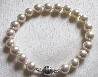 Swarovski Hand Knotted Pearl Bracelet with a Magnetic Clasp.