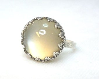 Moonstone and Sterling Silver Ring ***SALE***.. White Moonstone Ring .. Cats Eye Moonstone .. Moonstone Jewelry .. Crown Bezel