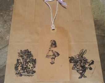 Pack of 10 Alice in Wonderland Gift/Party Bags with tags & ribbon
