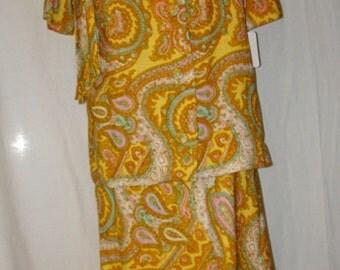 """60s Vintage """"R & K Originals"""" Ladies Paisley Linen Suit — Size 16"""
